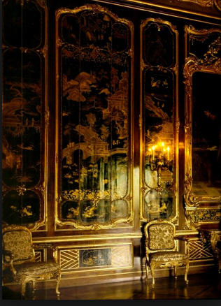 panneled wall palais